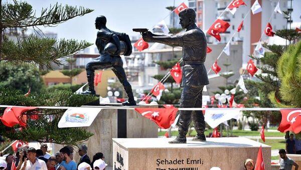Piyade Astsubay Kıdemli Başçavuş Halisdemir'in heykelinin açılışı törenle yapıldı. - Sputnik Türkiye