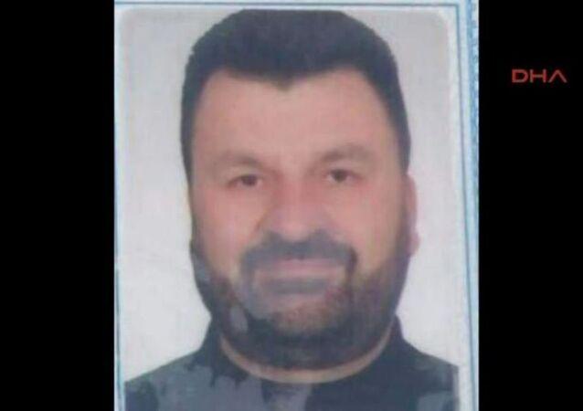 FETÖ'nün 15 Temmuz'daki darbe girişiminin en önemli isimlerinden olan, firari Hava Kuvvetleri imamı Adil Öksüz'ü İstanbul'a döndüğünde havalimanında karşılayan Ali Kaya, İzmir'de saklandığı evden çıktığı sırada yakalandı.
