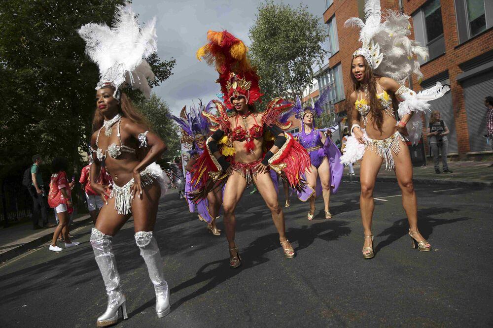 Notting Hill Karnavalı, Brezilya'daki Rio Karnavalı'ndan sonra bu alandaki en büyü etkinlik olarak gösteriliyor.