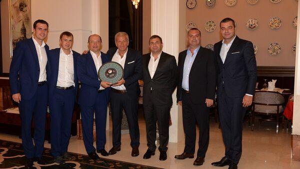 Rusya ile Türkiye'nin bugün oynayacağı hazırlık maçı öncesi TFF yetkilileri ve Rus mevkidaşları yemekte buluştu. - Sputnik Türkiye