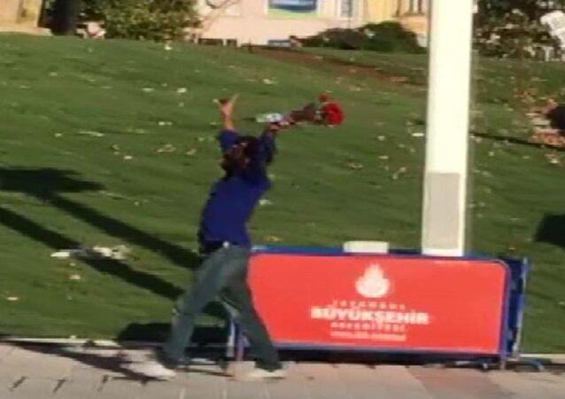 Taksim Meydanı'nı birbirine katan adam