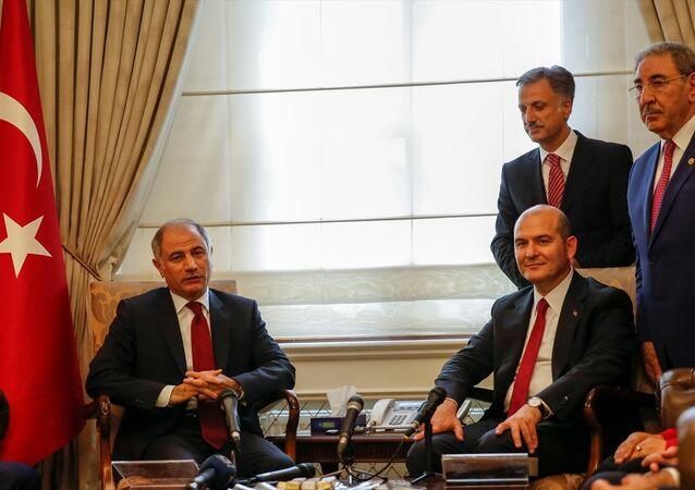 İçişleri Bakanlığı'na atanan Süleyman Soylu görevi Efkan Ala'dan devraldı. İçişleri Bakanlığında devir teslim töreni düzenlendi.