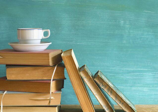 Kitap ve kahve.