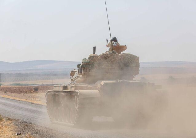 Türk tankları Elbeyli üzerinden sınırı geçerek Çobanbey'e girdi
