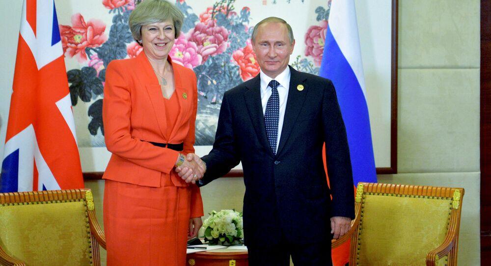 Rusya Devlet Başkanı Vladimir Putin ve İngiltere Başbakanı Theresa May