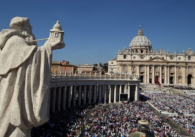 Vatikan'da düzenlenen ayinle Rahibe Teresa resmen Katolik Kilisesi azizelerinden biri oldu