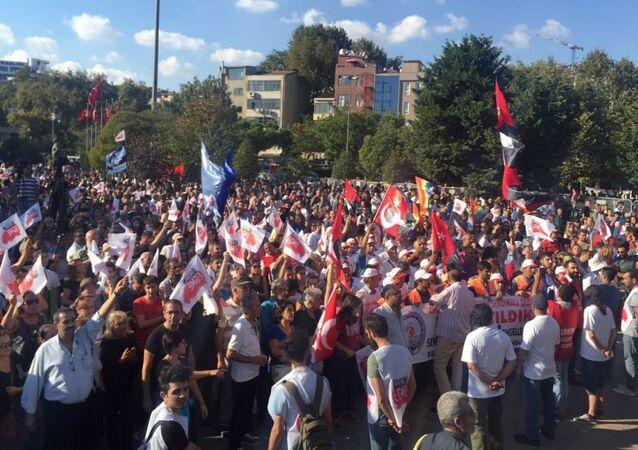İstanbul Kartal'da darbe karşıtı miting