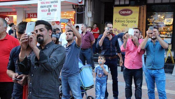 İntihara kalkışan gence 'Atlayacaksan atla' diye tepki gösterdiler - Sputnik Türkiye