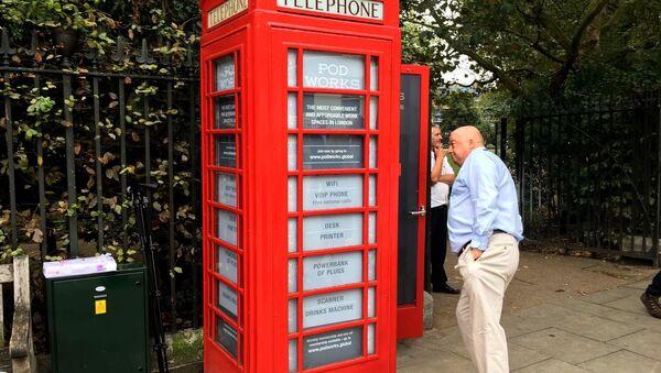 İngiltere'nin klasik kırmızı telefon kulübeleri - Sputnik Türkiye