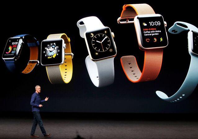 50 metreye kadar su geçirmez özellikte olan yenilenen Apple Watch'lar Apple Watch 2 ismini aldı.