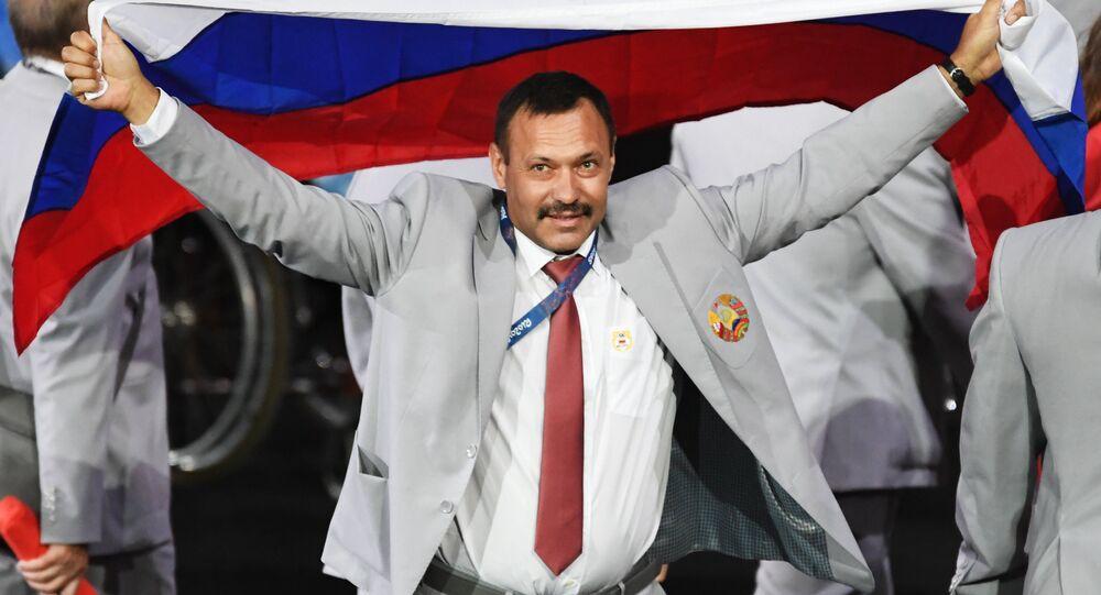 Brezilya'nın Rio de Jenario kentinde gerçekleştirilecek ve Rus sporcuların katılımına izin verilmeyen Paralimpik Oyunları'nın dünkü açılış töreni bir protestoya sahne oldu. Belaruslu sporcular, Rus sporcularla dayanışma içinde olduklarını göstermek için Rusya bayrağı taşıdı.