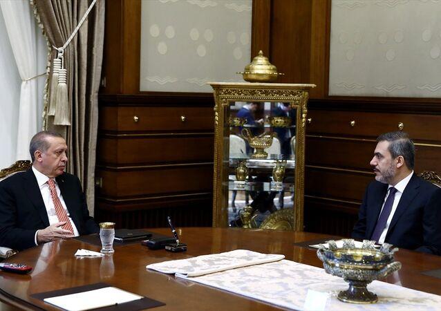 Cumhurbaşkanı Recep Tayyip Erdoğan (solda), MİT Müsteşarı Hakan Fidan'ı (sağda) kabul etti.