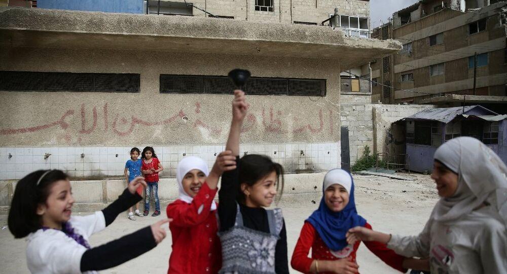 Suriye Milli Eğitim Bakanı Hazzan El Vaz, bazı okullarda Rusça derslerin verildiği Suriye'de 60 Rusça öğretmeni olduğunu söyledi.