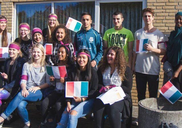 Danimarka'da Langkaer Lisesi'nin öğrencileri
