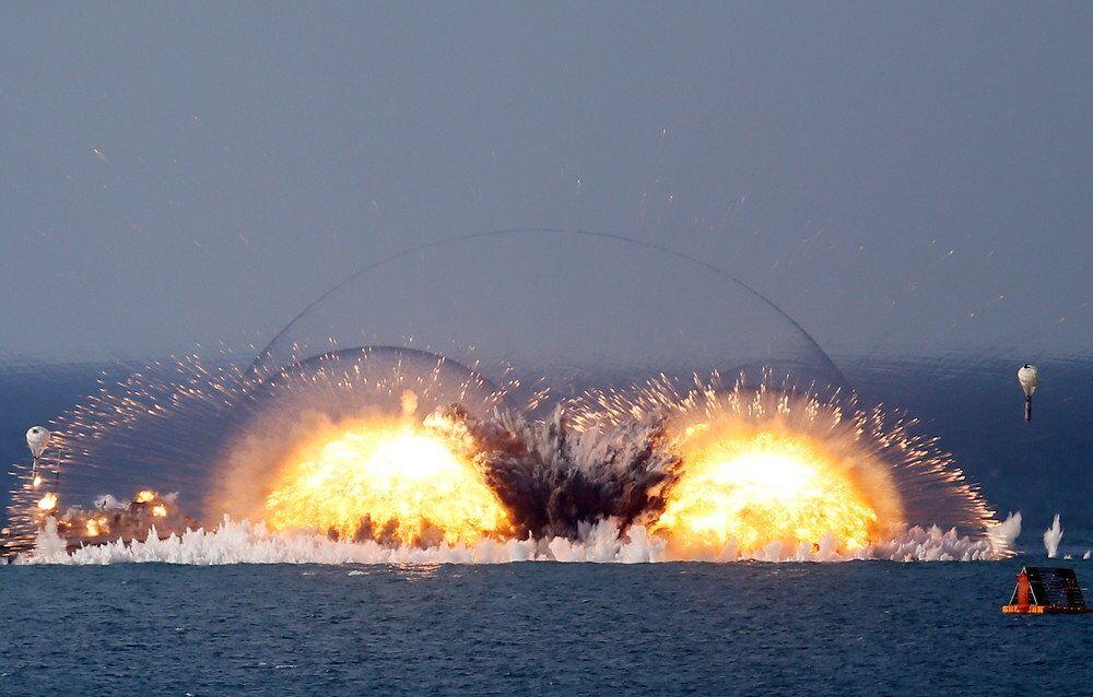 Isı ve basıncın etkisiyle toplu imha yeteneği olan termobarik bombaların patlatıldığı Opuk menzil tatbikatından başka bir kare...
