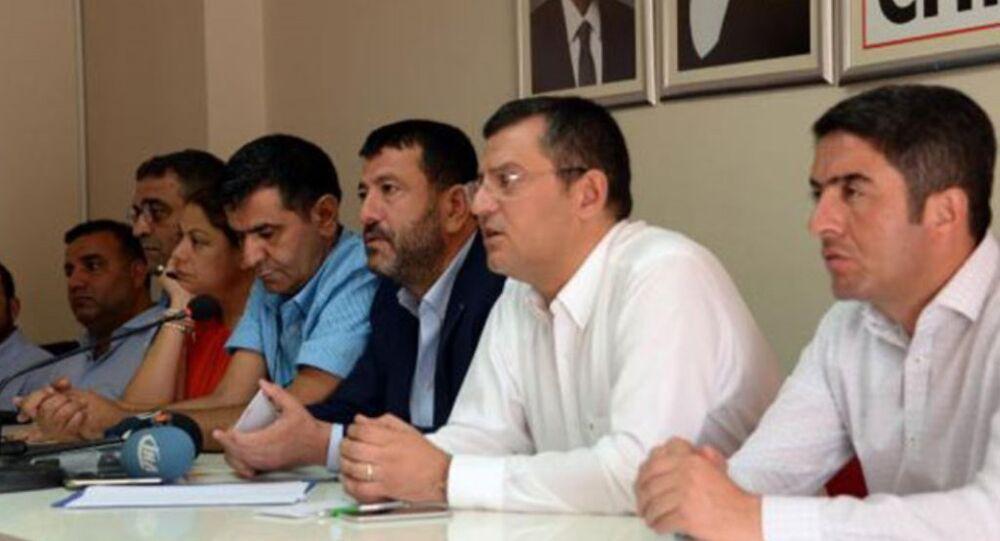 CHP Genel Başkan Yardımcıları Zeynep Altıok ve Veli Ağbaba, Grup Başkanvekili Özgür Özel ile İstanbul Milletvekili Sezgin Tanrıkulu, 28 belediyeye kayyum atanmasıyla ilgili değerlendirmeyi Diyarbakır'da yaptı.