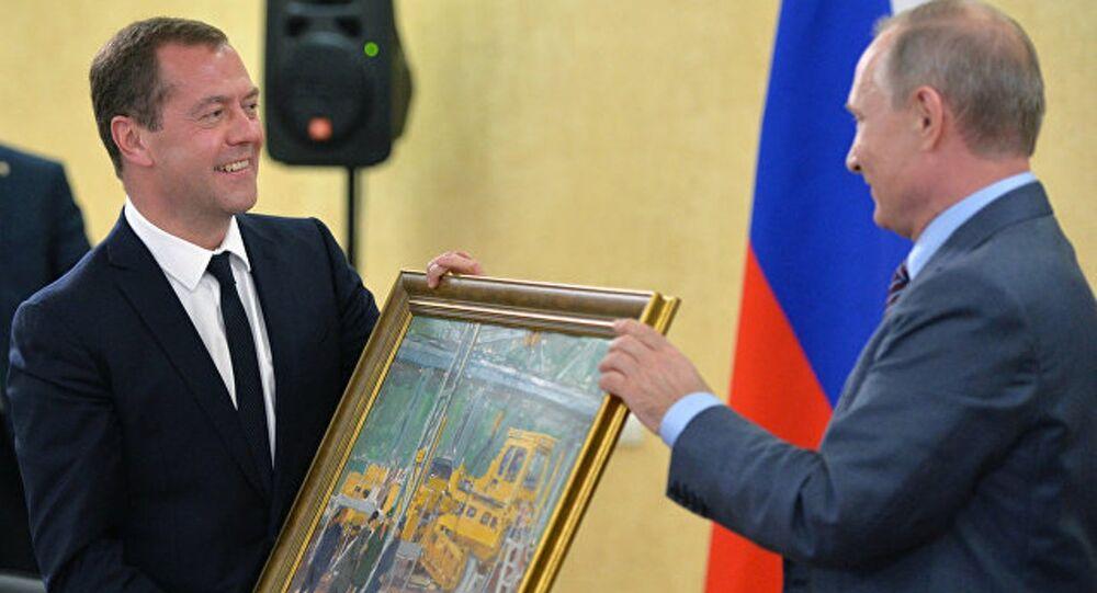 Vladimir Putin ve Dimitriy Medvedev