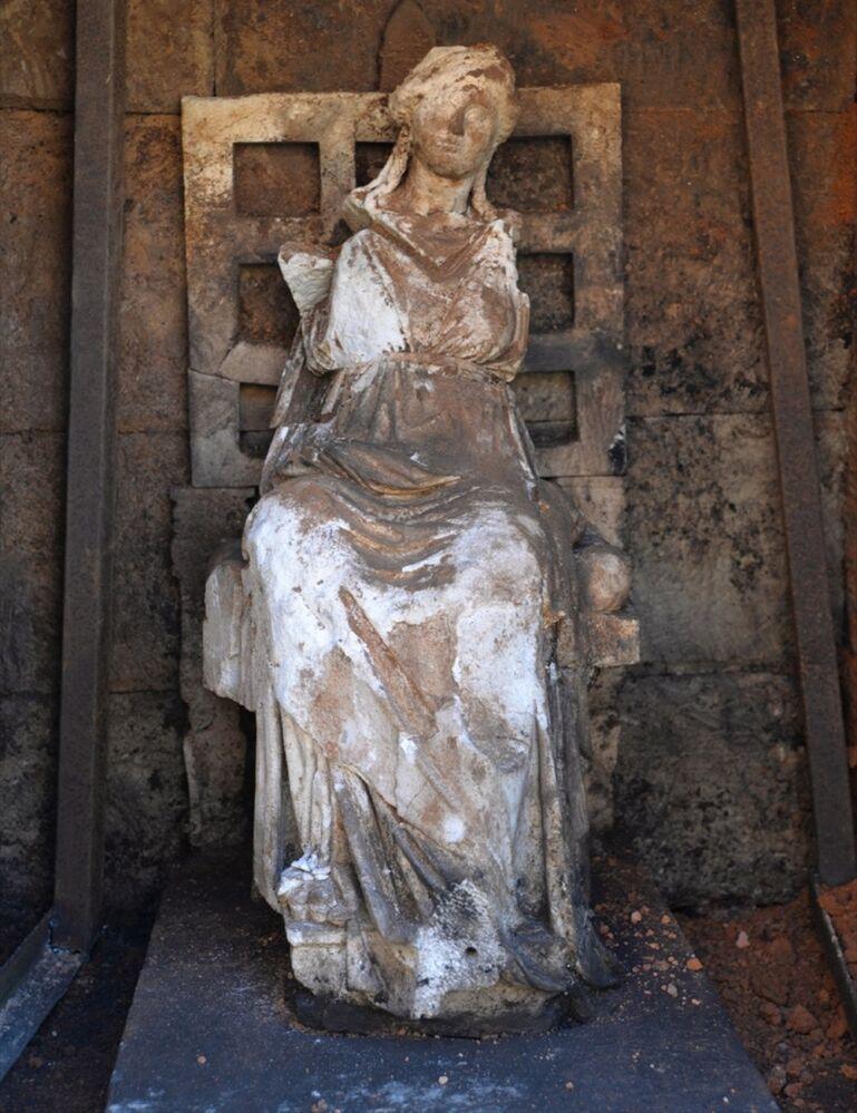 Kibele heykeli ziyaret
