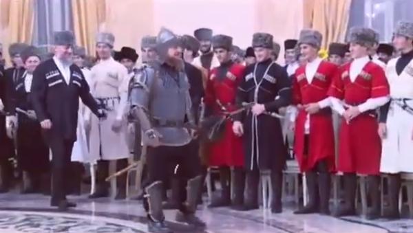 Rusya'ya bağlı Çeçenistan Cumhuriyeti'nin lideri Ramzan Kadirov, dün Çeçen Kadınları Günü nedeniyle verdiği davette kılıç kuşandı. - Sputnik Türkiye