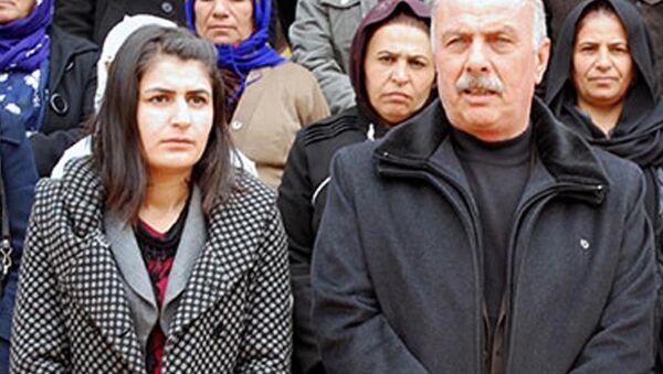Şırnak'ın İdil Belediyesi Eş Başkanları DBP'li Mehmet Muhdi Arslan ile PKK'ya üye olmak ve yardım, yataklık yaptığı gerekçesiyle cezaevinde bulunan Nevin Girasun, İçişleri Bakanlığı kararıyla görevden alındı. - Sputnik Türkiye