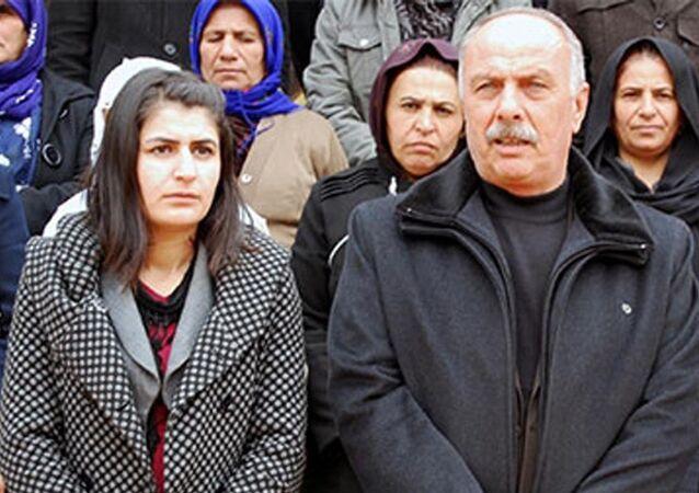 Şırnak'ın İdil Belediyesi Eş Başkanları DBP'li Mehmet Muhdi Arslan ile PKK'ya üye olmak ve yardım, yataklık yaptığı gerekçesiyle cezaevinde bulunan Nevin Girasun, İçişleri Bakanlığı kararıyla görevden alındı.