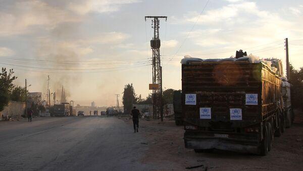 Halep'e insani yardım götüren BM konvoyu saldırıya uğradı. - Sputnik Türkiye