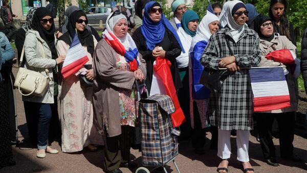Başörtülü Fransız Müslüman kadınlar. - Sputnik Türkiye