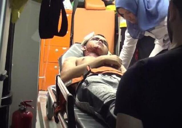 Suriyeli genci bıçaklayıp telefonunu gasp ettiler