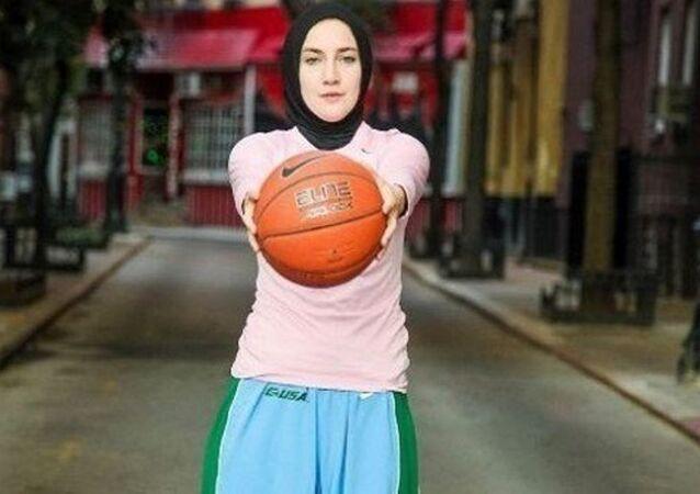 Merve Şapçı, başörtülü basketbolcu