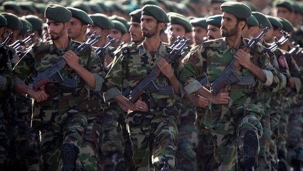 Tahran'da 'Kutsal Müdafa Haftası' kapsamında askeri geçit töreni düzenlendi. - Sputnik Türkiye