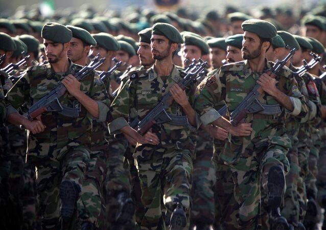 Tahran'da 'Kutsal Müdafa Haftası' kapsamında askeri geçit töreni düzenlendi.