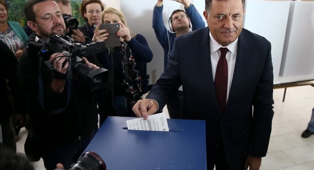 Sırp Cumhuriyeti Başkanı Milorad Dodik, Banja Luka yakınındaki Laktasi'de sandığa gitti.