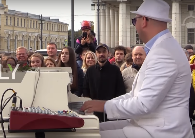 Rus piyanistten 24 saat kesintisiz konser