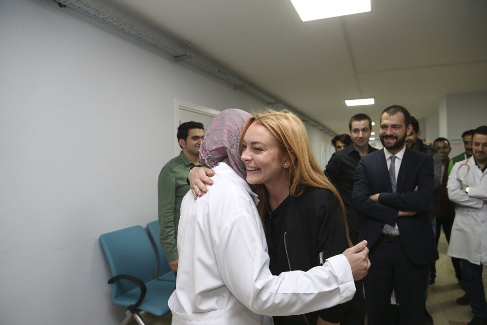 Lohan, Türkiye'ye en kısa zamanda bir daha gelerek Suriyeli sığınmacılarla ilgili çalışmalarına devam etme sözü verdi.