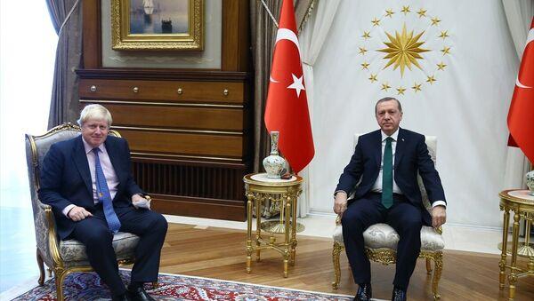 Cumhurbaşkanı Recep Tayyip Erdoğan (sağda), İngiltere Başbakanı Boris Johnson - Sputnik Türkiye