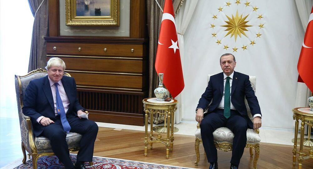Cumhurbaşkanı Recep Tayyip Erdoğan (sağda), İngiltere Başbakanı Boris Johnson'