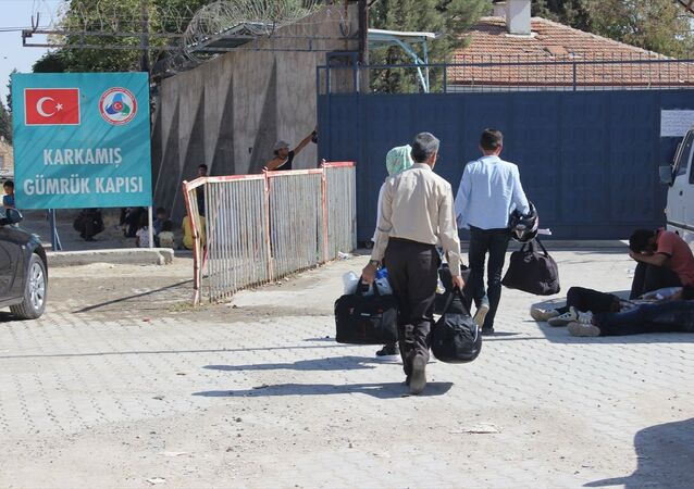 Ülkelerindeki çatışmalardan kaçarak Türkiye'ye sığınan ve Fırat Kalkanı operasyonu kapsamında IŞİD'den temizlenen Cerablus'a dönen Suriyelilerin sayısı 3 bin 462 oldu.