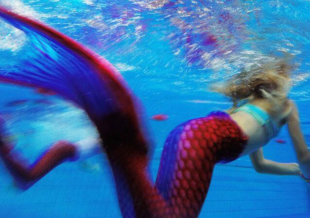 Deniz kızı yüzme yarışması
