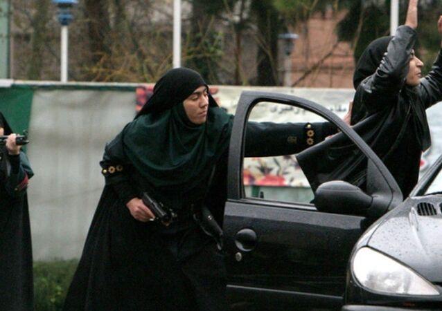 İran kadın çevik kuvvet birimi