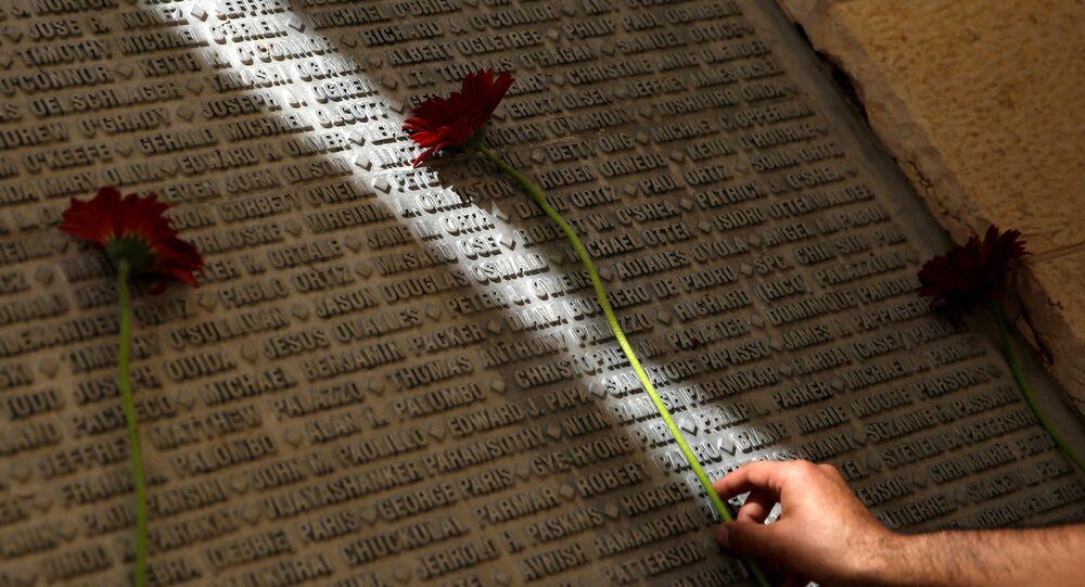 11 Eylül saldırılarında hayatını kaybedenlerin adlarının yer aldığı anıt