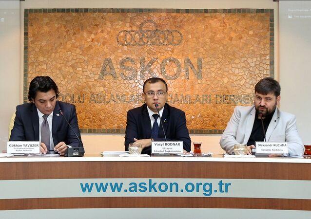 Ukrayna İstanbul Başkonsolosu Vasyl Bodnar (ortada), Anadolu Aslanları İşadamları Derneği (ASKON) tarafından düzenlenen Türkiye-Ukrayna Ekonomik İlişkileri programında konuştu.