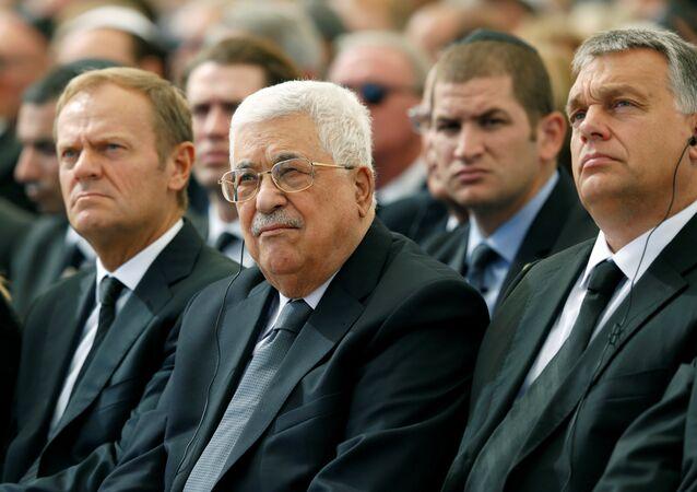 Abbas, töreni AB Konsey Başkanı Donald Tusk ve Macaristan Başbakanı Victor Orban'la birlikte en ön sıradan takip ediyor.