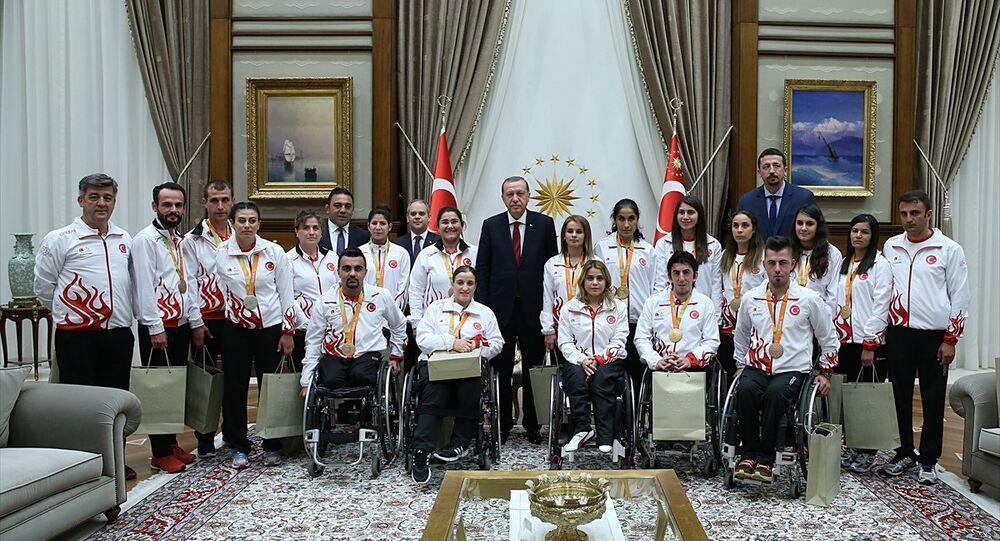 Cumhurbaşkanı Erdoğan,  Rio 2016 Paralimpik Olimpiyatları'nda madalya kazanan sporcularla