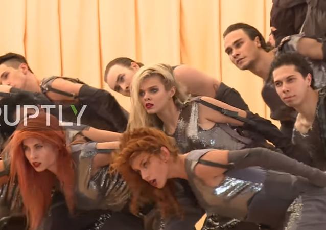 Rusya'nın Hmeymim Hava Üssü'nde dans gösterisi