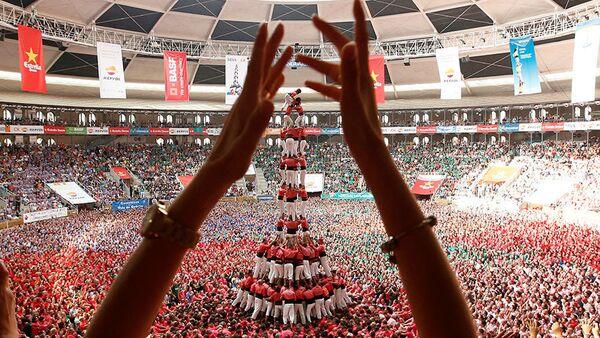 İspanya'nın özerk bölgesi Katalonya'nın Tarragona kentinde 18. yüzyıldan kalma bir gelenek olan insan kulesi yarışması (Concurs de Castells) yapıldı. - Sputnik Türkiye