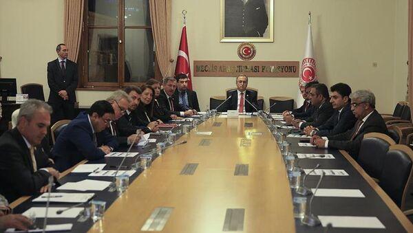 15 Temmuz darbe girişimini araştırmak amacıyla kurulan Meclis Araştırma Komisyonu - Sputnik Türkiye