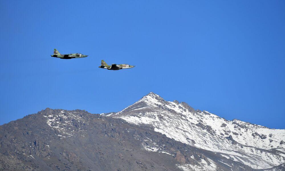 Kolektif Güvenlik Antlaşması Örgütü'ne üye ülkeler Çevik Kuvvetler Gücünün Rubej-2016 adlı ortak taktik tatbikat sırasında kullanılan Su-24MS tipi uçaklar
