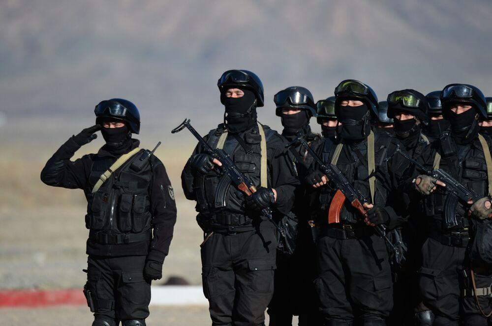Kolektif Güvenlik Antlaşması Örgütü'ne üye ülkeler Çevik Kuvvetler Gücünün Rubej-2016 adlı ortak taktik tatbikata katılan Kırgızistan asker görevliler