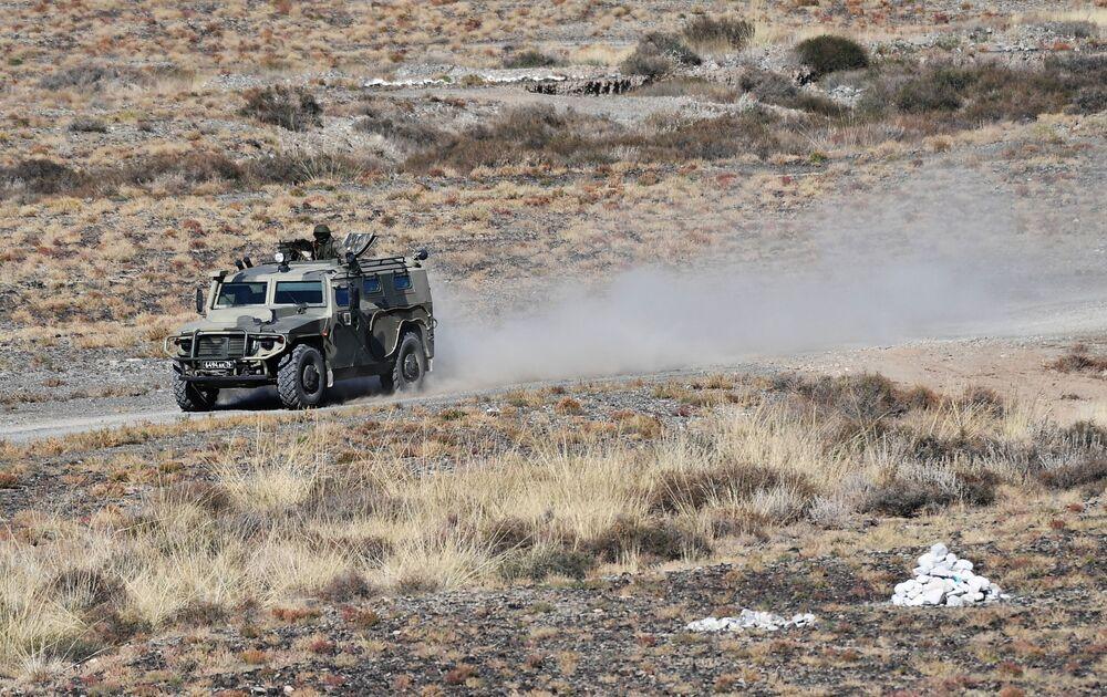Kolektif Güvenlik Antlaşması Örgütü'ne üye ülkeler Çevik Kuvvetler Gücünün Rubej-2016 adlı ortak taktik tatbikat çerçevesinde teröre karşı düzenlenen operasyon sırasında kullanılan Tigr adlı zırhlı araç