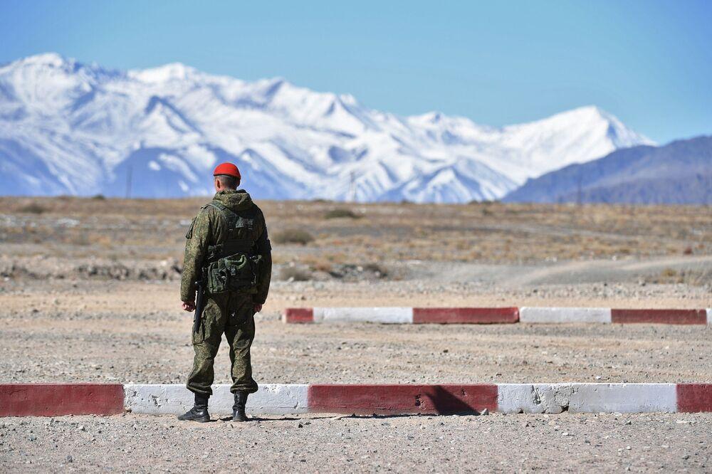 Kolektif Güvenlik Antlaşması Örgütü'ne üye ülkeler Çevik Kuvvetler Gücünün Rubej-2016 adlı ortak taktik tatbikata katılan asker